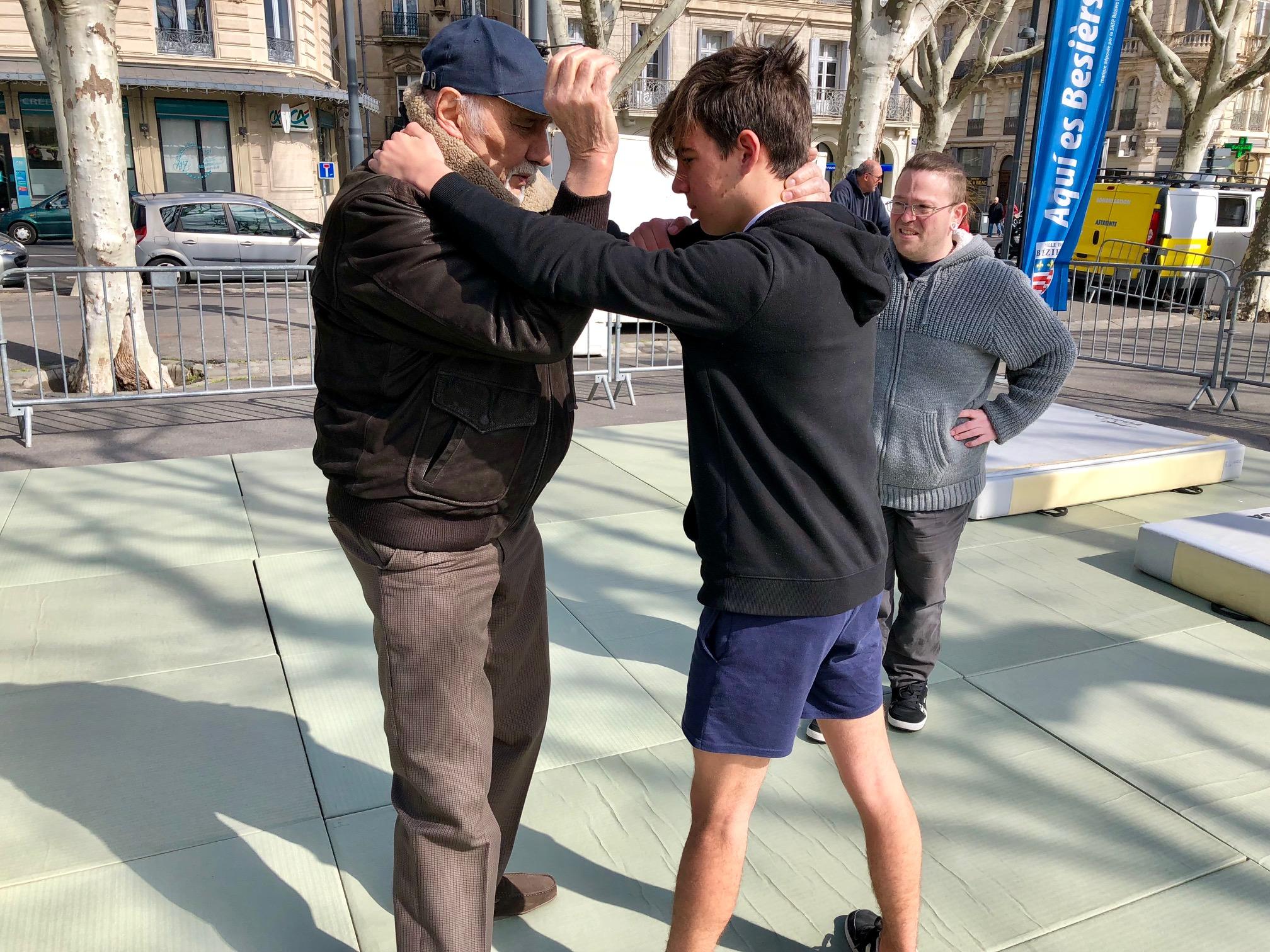 initiation au catch sur les allées Paul Riquet à Béziers